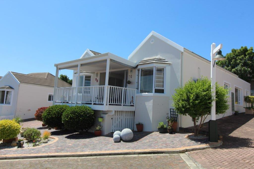 Hunters Village reduced to R2 849 000. Serious Seller!
